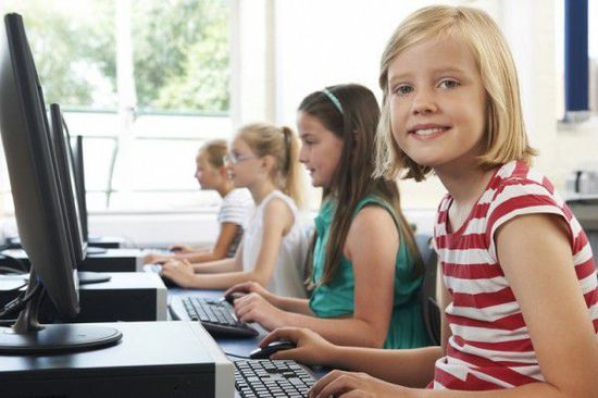 在外语和编程之间 英国儿童宁可选择学编程
