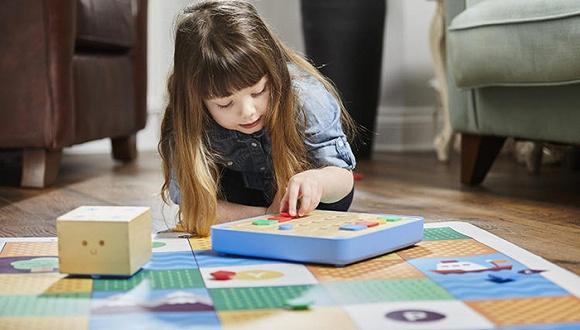 两瑞士人开发玩具教3岁小孩学编程